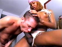Ebony tranny spoils guy and jizzing