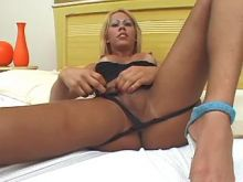 Sexy shemale sucks latin shemales cock in bedroom